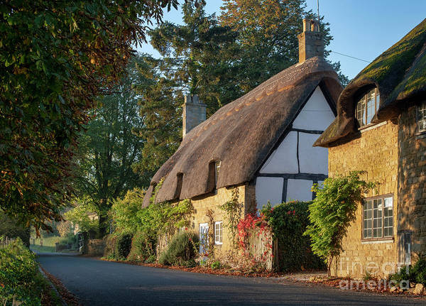 English Cottage Photograph - Autumn Thatched Cottage In Broadway by Tim Gainey