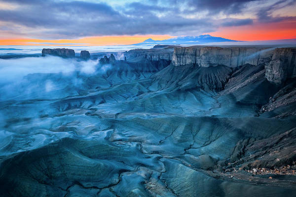 Grand Mesa Photograph - Badlands Misty Dawn by Johnny Adolphson