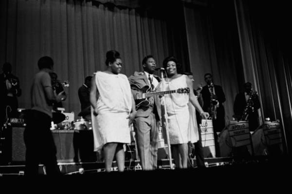 Apollo Theater Photograph - B.b. King At The Apollo by Michael Ochs Archives