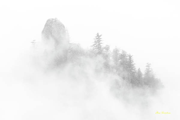 Photograph - Beacon Rock In The Morning Fog by Hans Franchesco