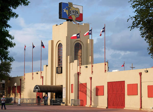 Photograph - Billy Bobs Fort Worth Texas 040519 by Rospotte Photography