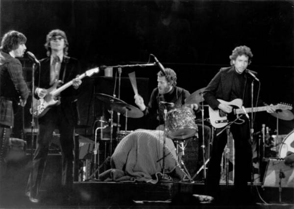 Robbie Photograph - Bob Dylan & The Band by Michael Ochs Archives