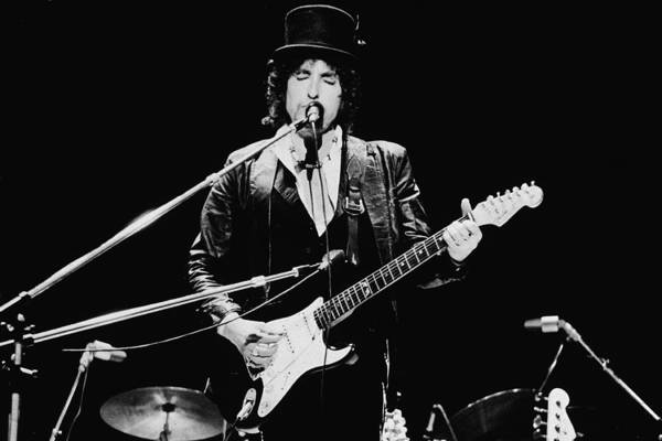 Top Hat Photograph - Bob Dylan Performing In England by Express Newspapers