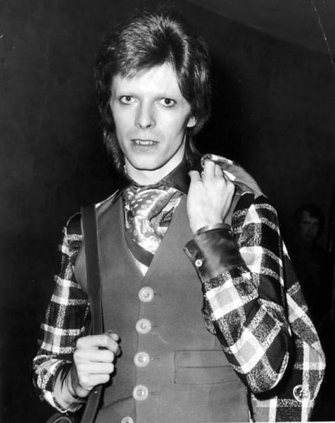 Necktie Wall Art - Photograph - Bowie At Premiere by Leonard Burt