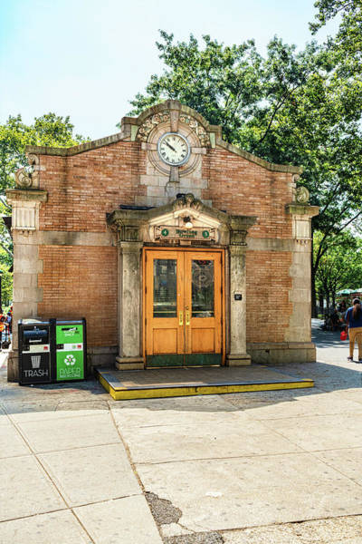 Photograph - Bowling Green Station by Sharon Popek
