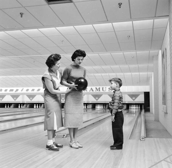 Ten Pin Bowling Wall Art - Photograph - Bowling Lesson by Carsten