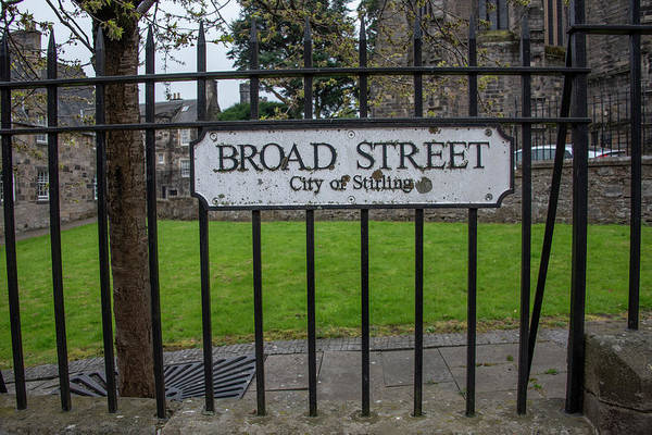 Photograph - Broad Street - City Of Stirling by Bill Cannon
