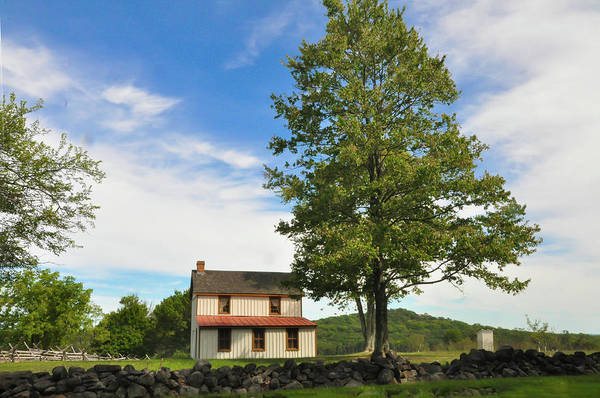 Photograph - Bucolic Gettysburg Farmhouse by Bill Cannon