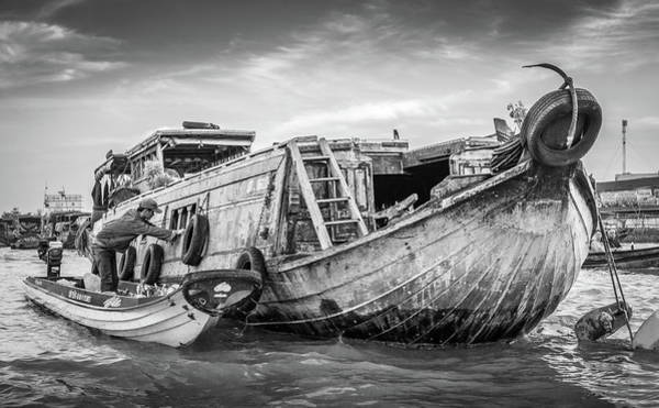 Photograph - Bw Can Tho Floating Market by Gary Gillette