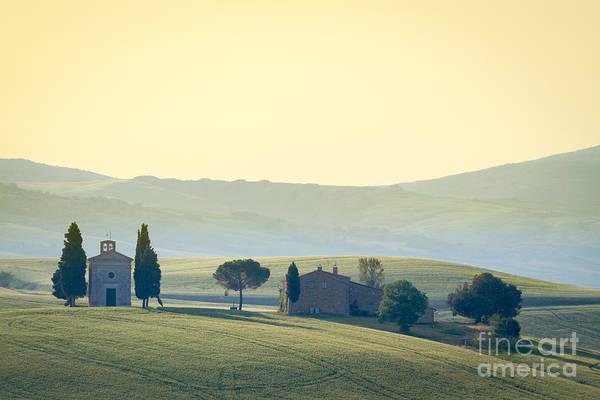 Farmland Wall Art - Photograph - Cappella Di Vitaleta, Val Dorcia by Frank Fischbach