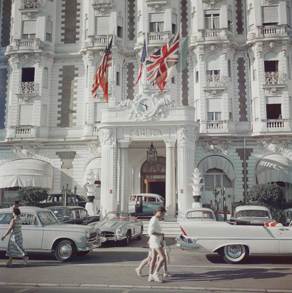 Group Of People Photograph - Carlton Hotel by Slim Aarons