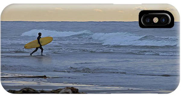 Photograph - Catching The Surf by Darrel Giesbrecht