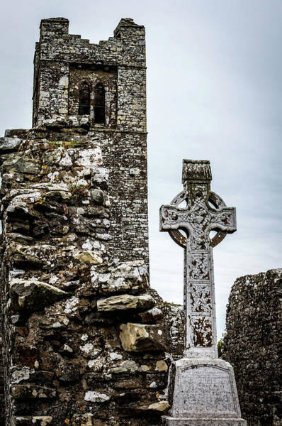 Photograph - Celtic Cross At Hill Of Slane by Susie Weaver