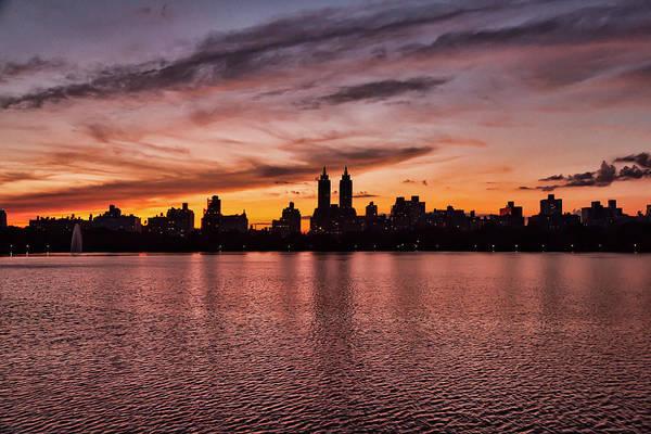 Photograph - Central Park Reservoir At Sunset by Robert Ullmann