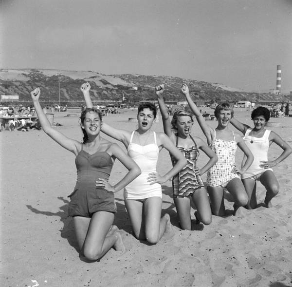 Hip Photograph - Cheerleader Practise by Three Lions