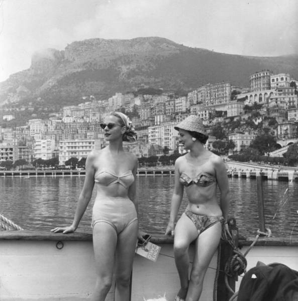 Sun Hat Photograph - Chic Bikini by Bert Hardy