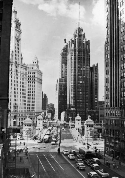 Illinois Art Photograph - Chicago Architecture by Keystone Features
