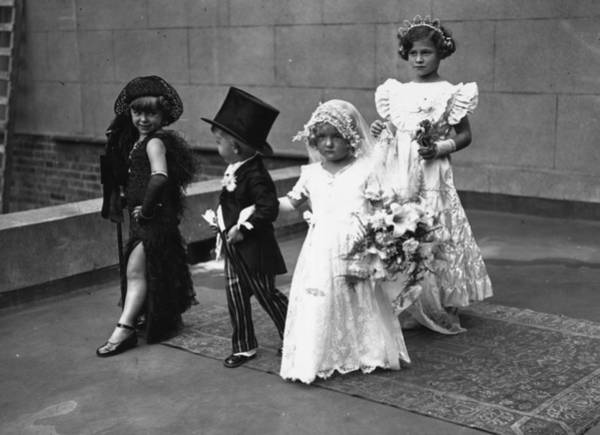 Top Hat Photograph - Childrens Pageant by E Dean