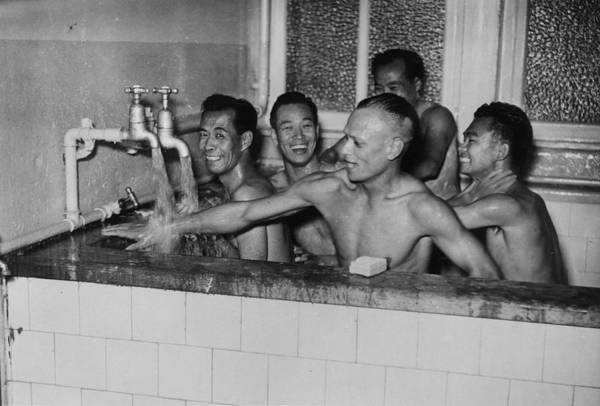 Stamford Wall Art - Photograph - Chinese Team Bath by Fox Photos/william Vanderson