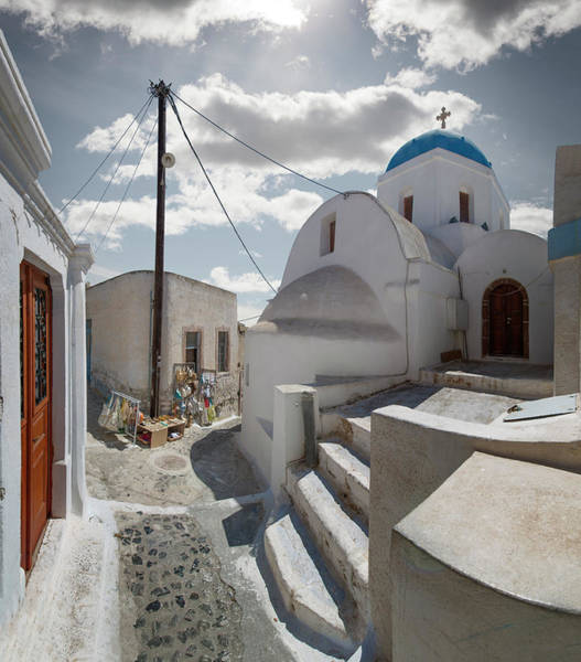 Photograph - Church And Souvenir Stand In Santorini by Ed Freeman