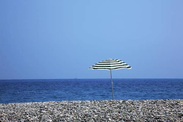 Parasol Photograph - Cote Dazur, Nice, France by Hiroshi Higuchi