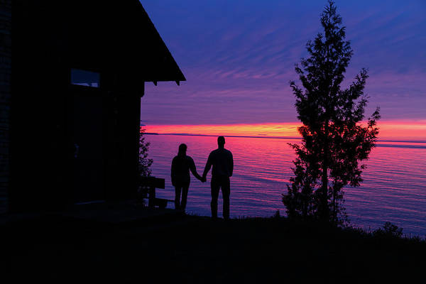 Photograph - Couple At Sunset by Paul Schultz