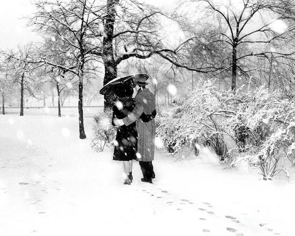 Wall Art - Photograph - Couple Walking In Central Park by New York Daily News Archive
