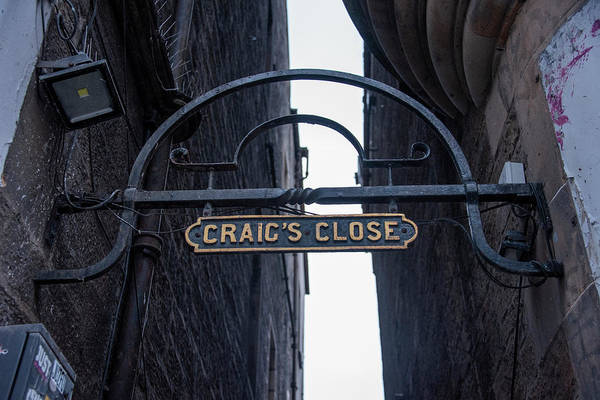 Photograph - Craigs Close - Edinburgh Scotland by Bill Cannon