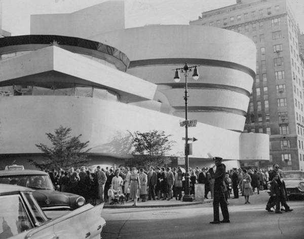 Solomon R. Guggenheim Museum Photograph - Crowd Fills The Corner Of 89th St. And by New York Daily News Archive