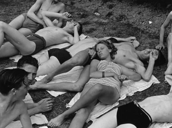 Adolescence Photograph - Crowd Of Bathers by Kurt Hutton