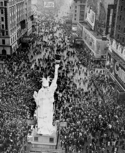 Surroundings Photograph - Crowds Surrounding A Replica Of The by New York Daily News Archive