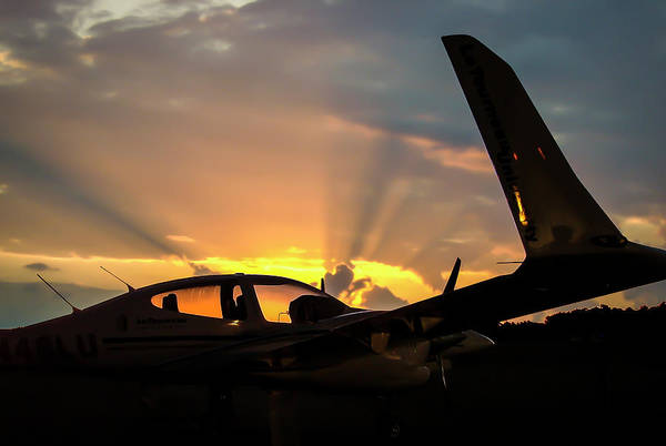 Photograph - Da42 In The Dawn by Philip Rispin