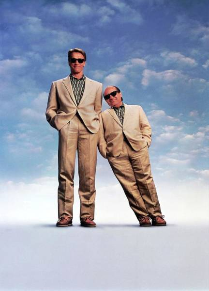 Danny Devito Wall Art - Photograph - Danny Devito And Arnold Schwarzenegger In Twins -1988-. by Album