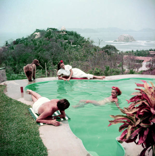 Photograph - Del Rio By The Pool by Slim Aarons