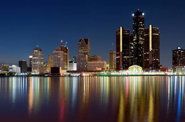 Waters Edge Wall Art - Photograph - Detroit Skyline At Dusk by Chrisp0