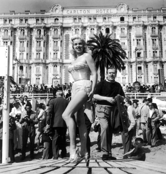 Carlton Hotel Photograph - Diana Dors At Cannes Film Festival 1956 by Keystone-france