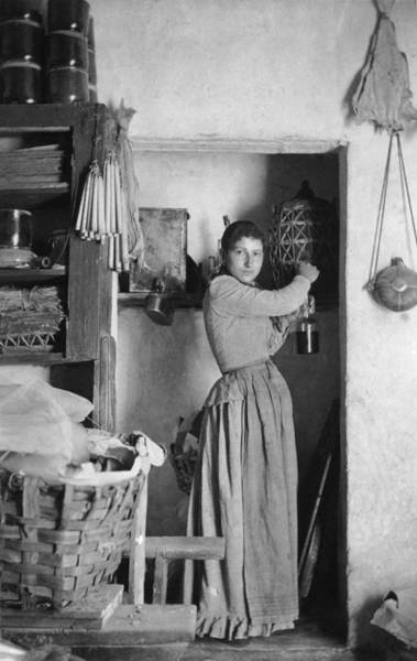 Apron Photograph - Domestic Scene by Hulton Archive