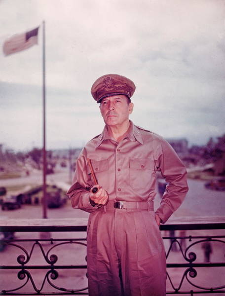 American Culture Photograph - Douglas Macarthur by Hulton Archive