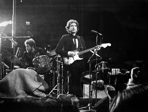 Madison Square Garden Photograph - Dylan & Helm At Madison Square Garden by Fred W. McDarrah