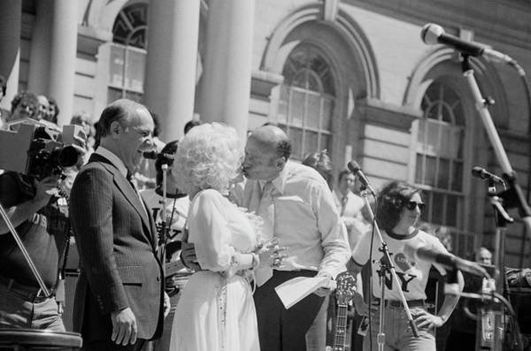 Photograph - Ed Koch And Dolly Parton At City Hall by Art Zelin