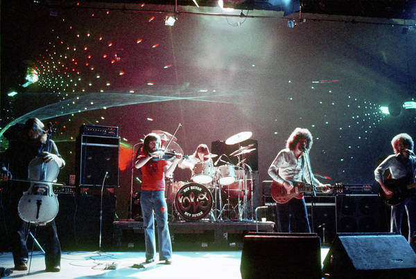 Wall Art - Photograph - Electric Light Orchestra Performing by Michael Ochs Archives