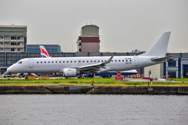 Wall Art - Photograph - Embraer Erj-190ar Stobart Air by David Pyatt