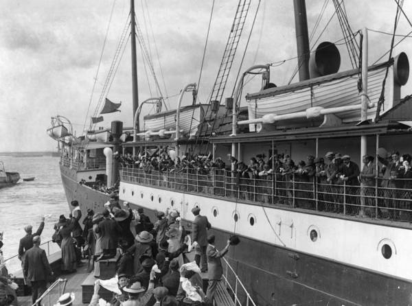Beginnings Photograph - Emigrants Farewell by Topical Press Agency
