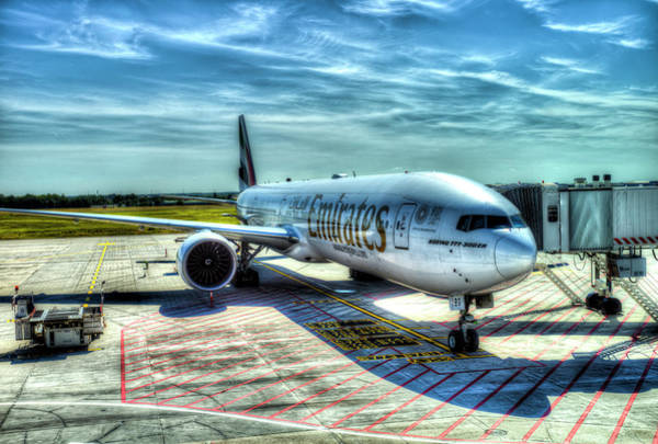 Wall Art - Photograph - Emirates Boeing 777 by David Pyatt