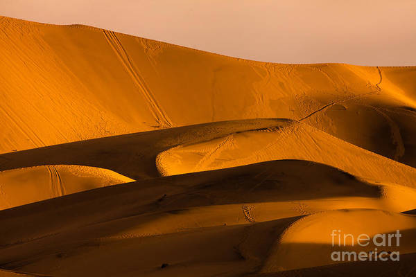Death Wall Art - Photograph - Eureka Dunes Area, Death Valley by A.f.smith