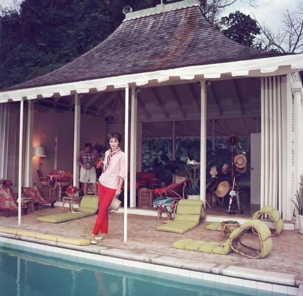 Horizontal Photograph - Family Snapper by Slim Aarons