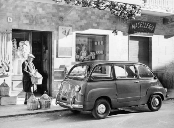 Headwear Photograph - Fiat 600 Multipla Outside A Shop by Heritage Images