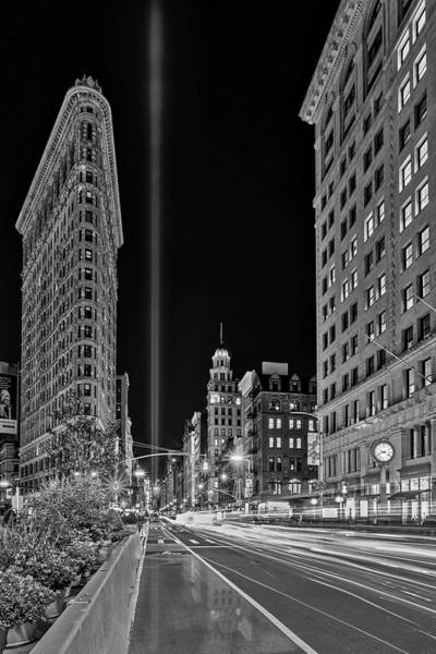 Photograph - Flatiron Nyc 911 Tribute In Light Bw by Susan Candelario