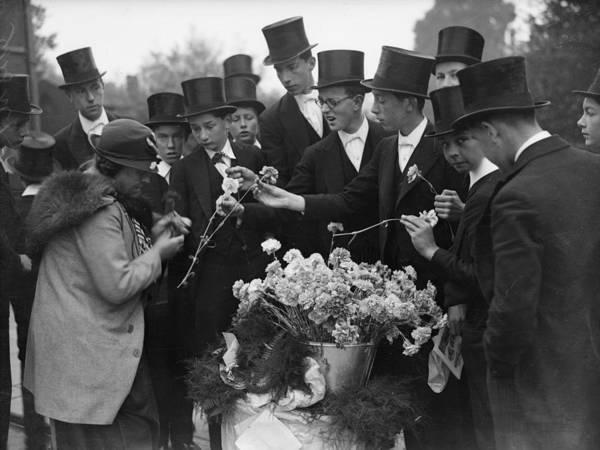 Top Hat Photograph - Flower Seller by Fox Photos