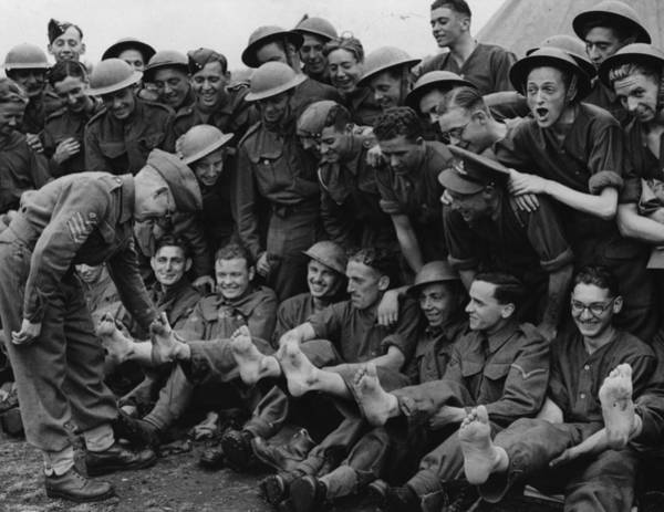 British Armed Forces Photograph - Foot Men by Fox Photos
